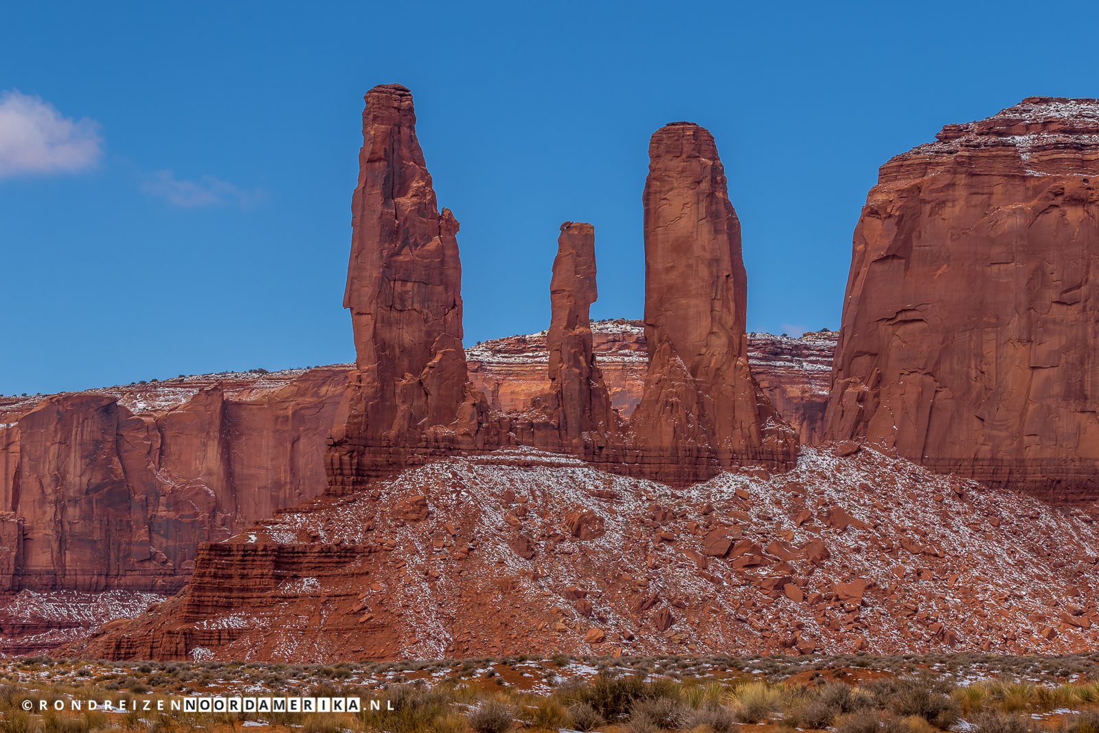 Three Sisters langs de Valley Drive Monument Valley