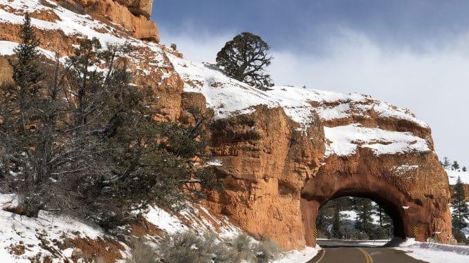 Tunnel onderweg naar Bryce Canyon