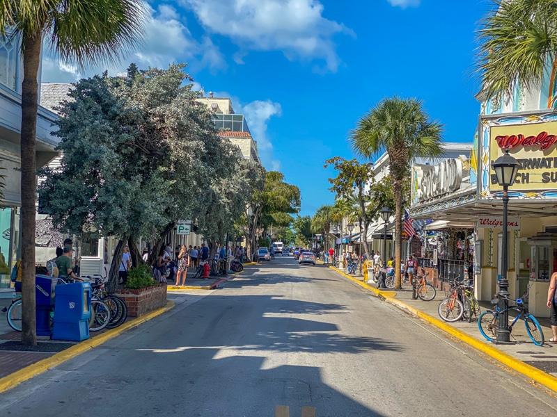Duval-Street-Key-West-800px-20200217-IMG_2173.jpg