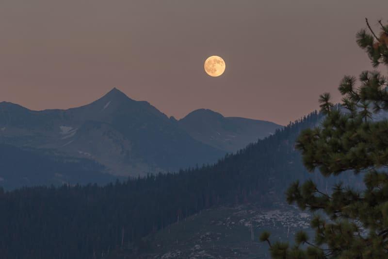 Volle maan boven Yosemite