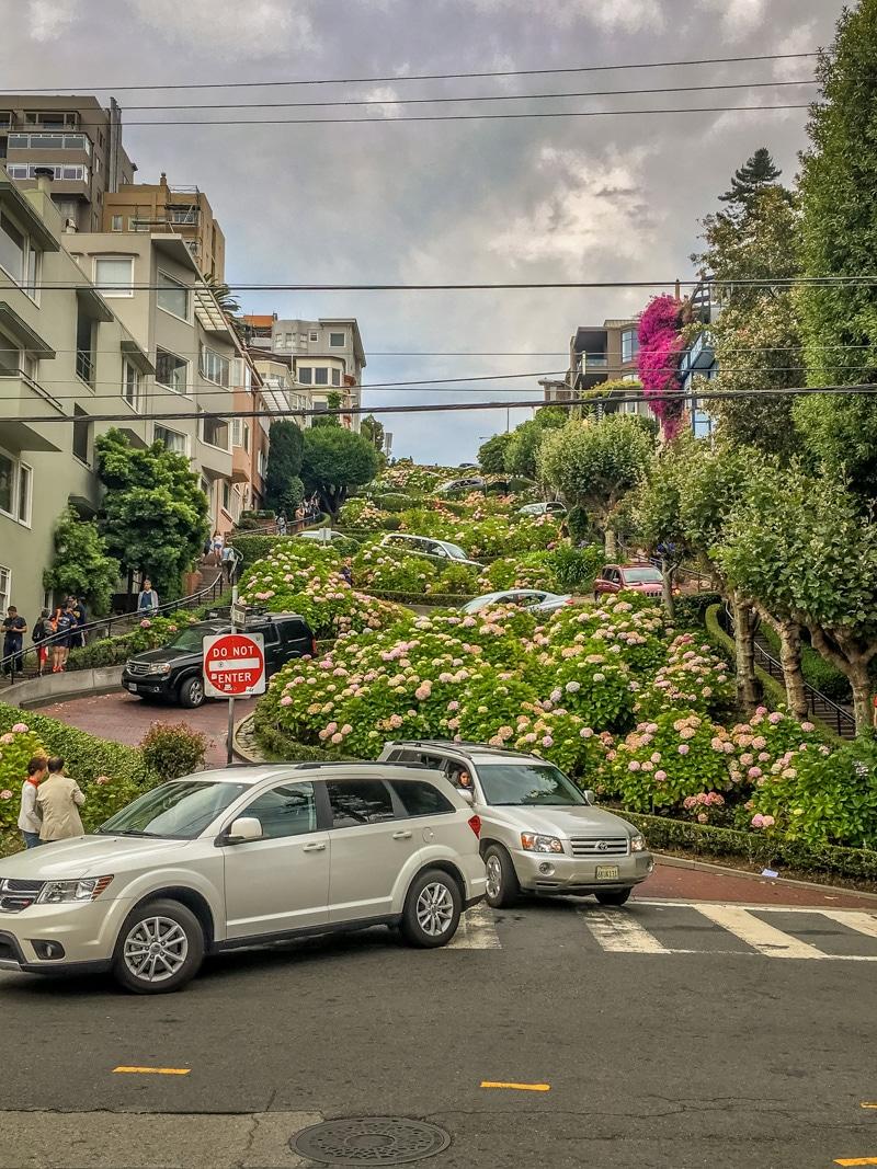 Lombard-Street-San-Francisco-800px-20170804-IMG_6033.jpg