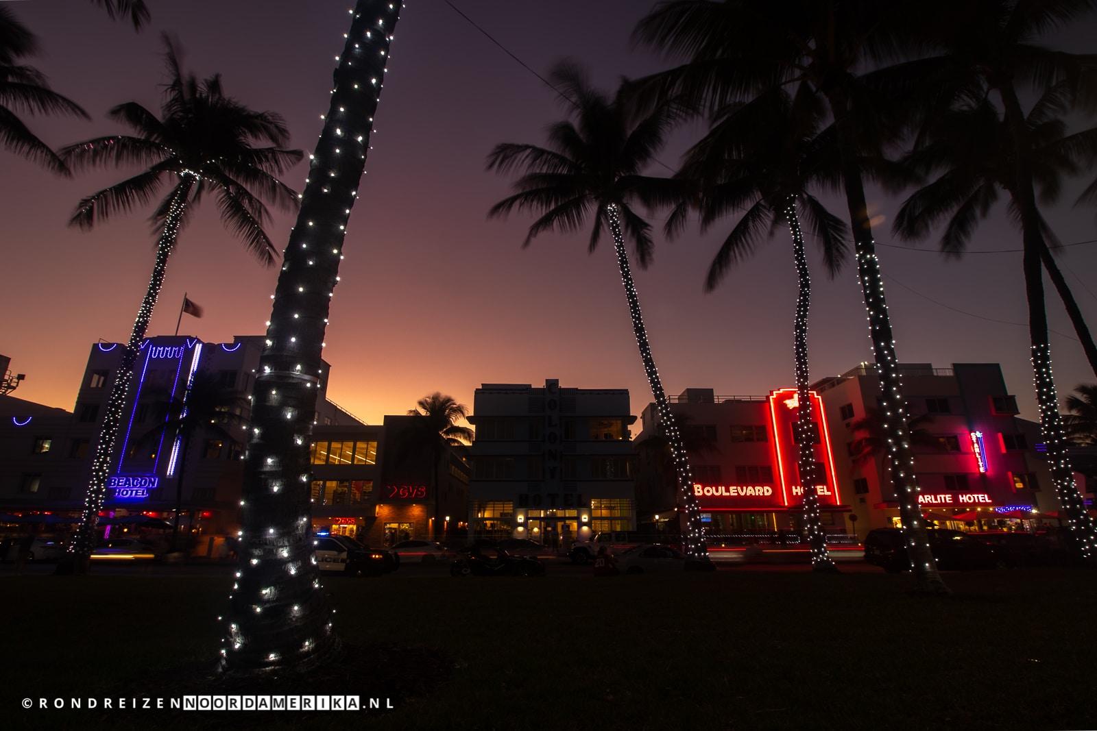 Colony Hotel verlichting uit